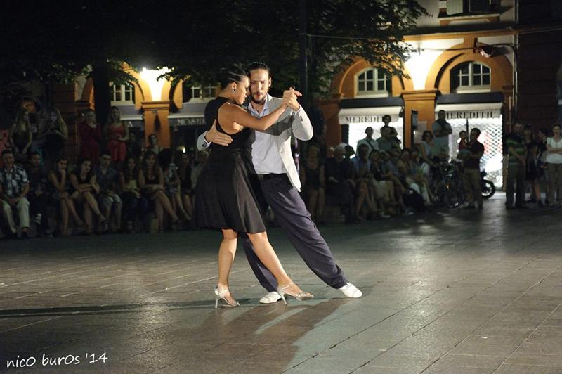 Tangueando_Tango_en_el_barrio_sept_1